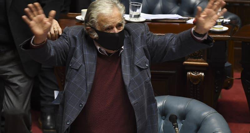 Ex presidente Mujica confirma su renuncia al Senado y se retira de la política