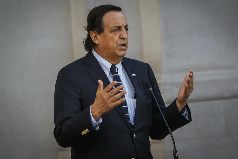 """Ministro Pérez acusa que alterar el orden público """"es para impedir que los chilenos vayan a votar"""""""