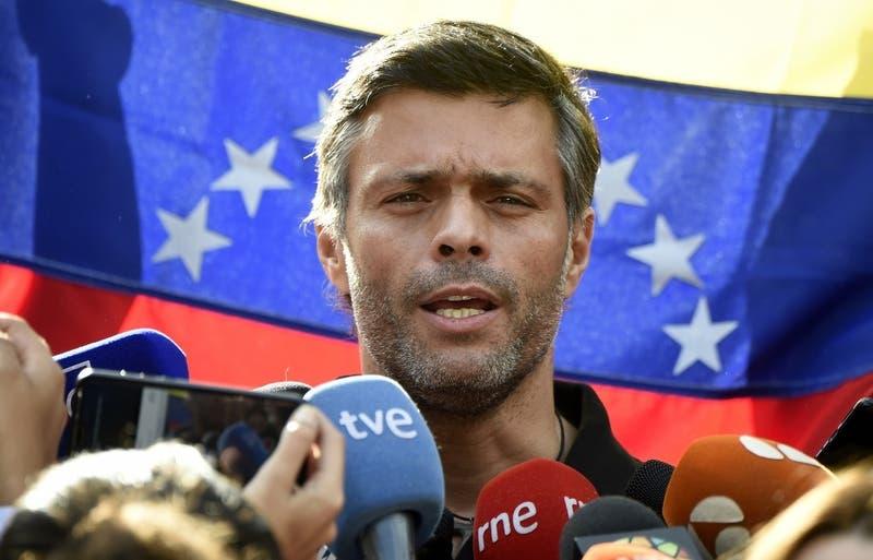 Leopoldo López abandona Venezuela rumbo a España