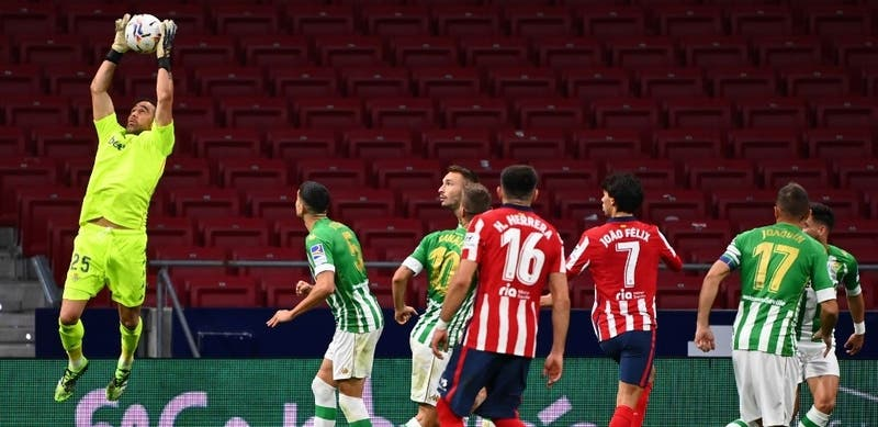 Un sólido Bravo fue protagonista en caída del Betis ante el poderío del Atlético de Madrid