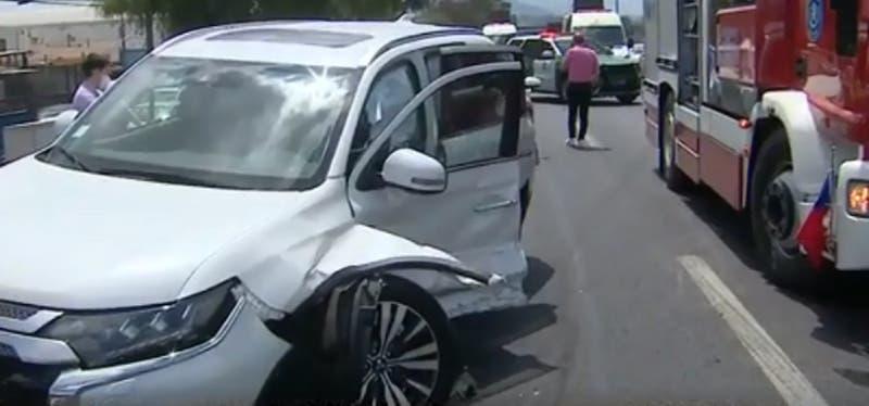 Cuatro lesionados de gravedad deja colisión múltiple en Autopista Central