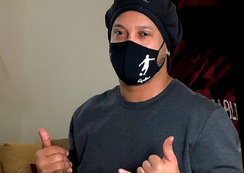 Ronaldinho confirma a través de redes sociales que dio positivo por coronavirus