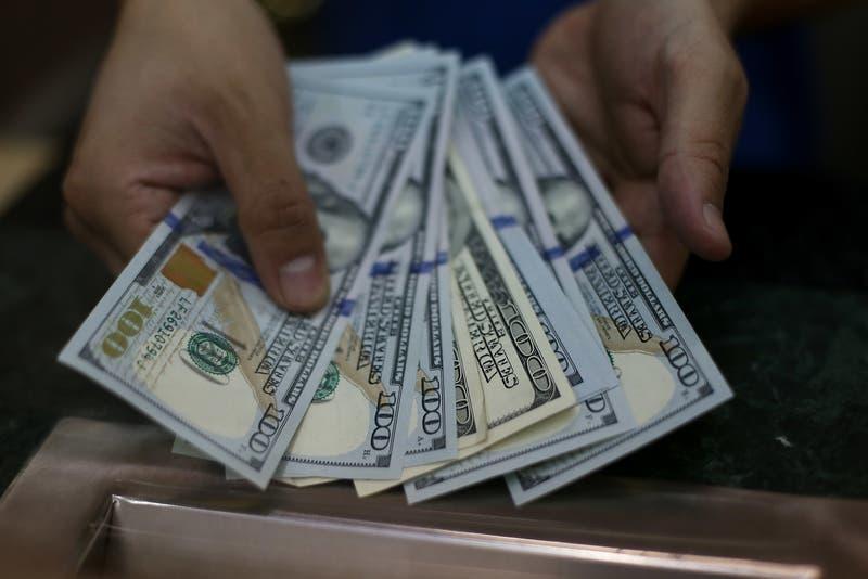 """Dólar en Chile sube tras el amplio triunfo del """"apruebo"""" y mal día para el cobre"""