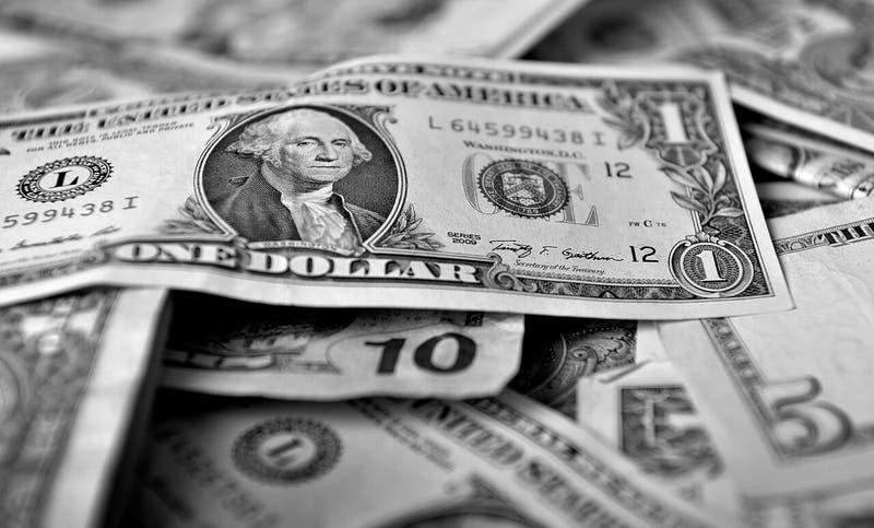 Dólar parte el día a la baja y peso chileno se encuentra entre los emergentes con mejor desempeño