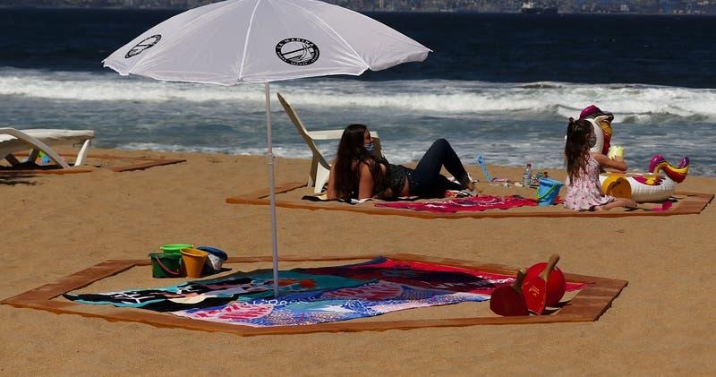 Entregan protocolo para visitar playas en pandemia: Se podrá quitar la mascarilla para tomar sol