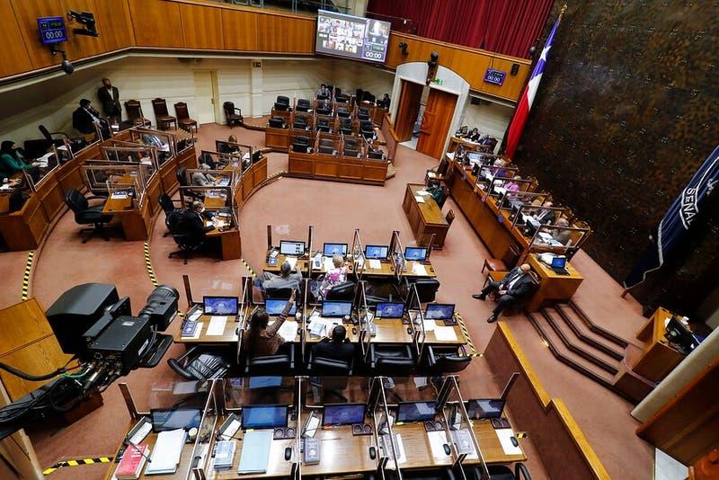 Senado aprueba reajuste al sueldo mínimo de 6 mil pesos y será ley