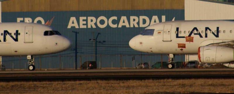 Reportan choque de aviones en la losa del Aeropuerto de Santiago