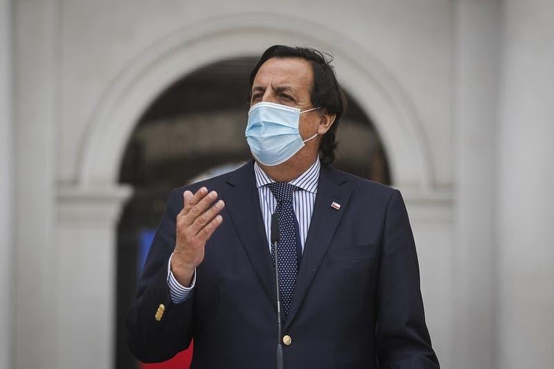 Comisión aprueba acusación constitucional contra ministro Víctor Pérez