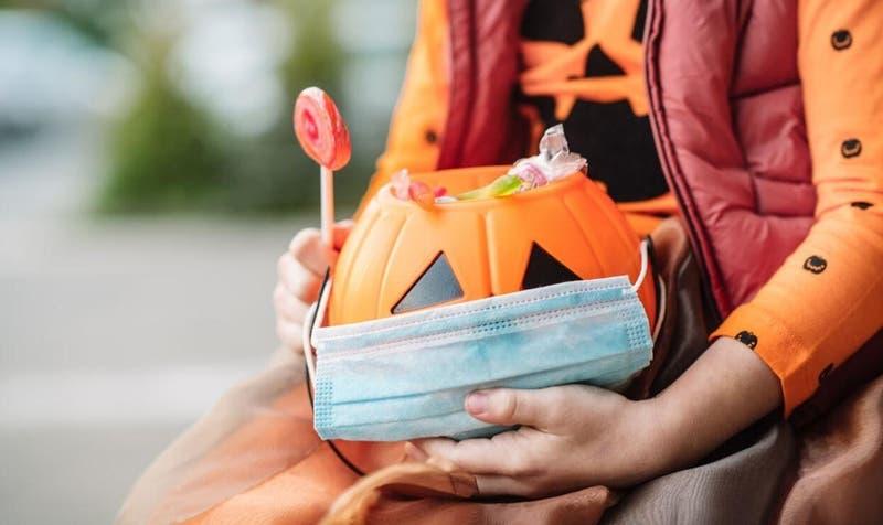 Recorridos cortos y bolsas individuales: Las recomendaciones del Minsal para celebrar Halloween 2020