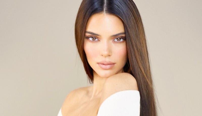 """Kendall Jenner """"se convierte"""" en Pamela Anderson para llamar a sus seguidores a votar"""