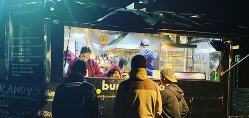 La pareja de Chillán que pasó de vender hamburguesas en un carrito a tener dos restaurantes
