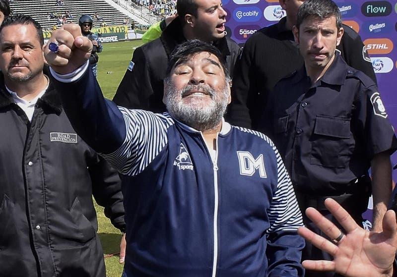 """La reacción de Maradona hospitalizado en Argentina: """"Tengo que dirigir el domingo"""""""