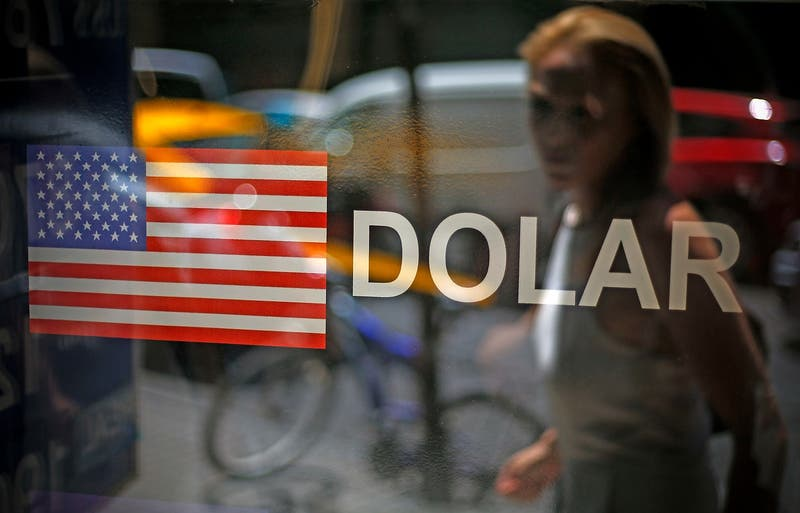 Dólar en Chile se acopla al nerviosismo global por elecciones en EEUU y abre al alza