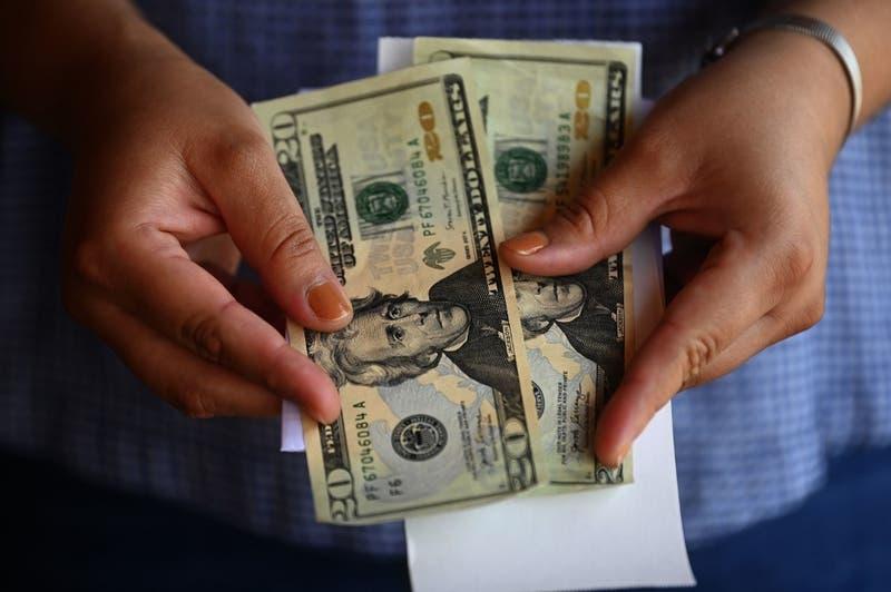 Dólar en Chile marca otra fuerte caída y llega a su menor valor en el año