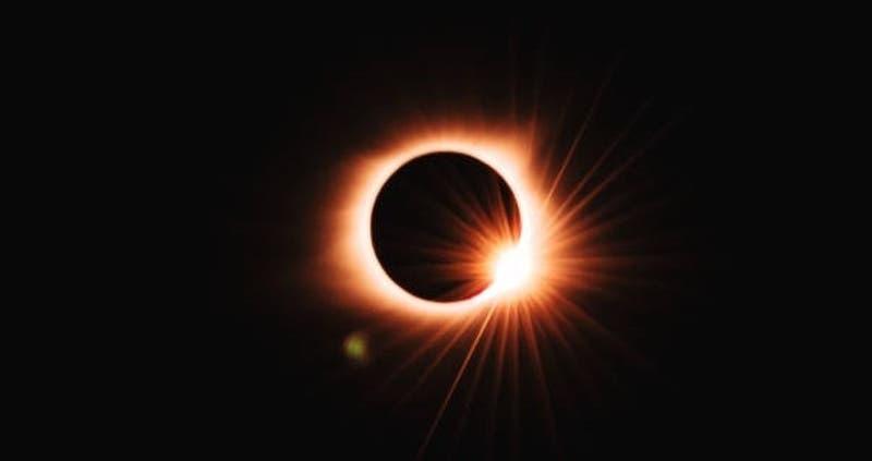 [FOTOS] Captan momentos en que Estación Espacial Internacional pasa frente al sol y la luna