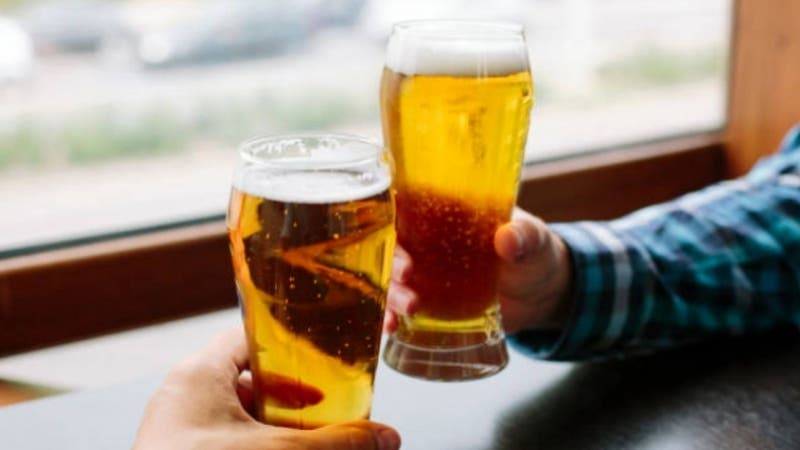 Hombre no respetó cuarentena para tomar cerveza con un amigo y fue sorprendido por la policía