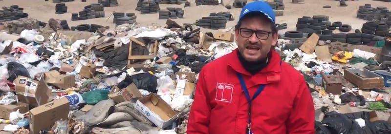 """Seremi del Medio Ambiente de Antofagasta denuncia """"desastre ambiental"""" por vertedero ilegal"""