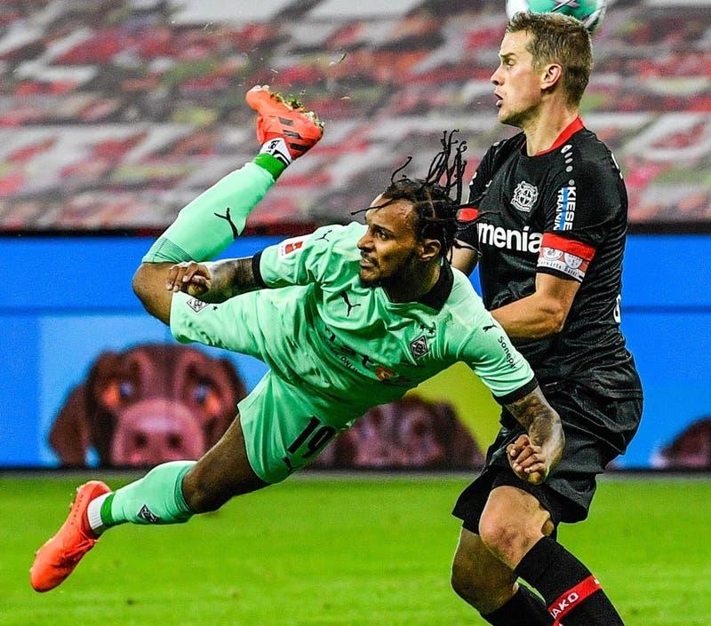 """El golazo de """"escorpión"""" al Bayer Leverkusen de Charles Aránguiz que ya postulan al mejor del año"""