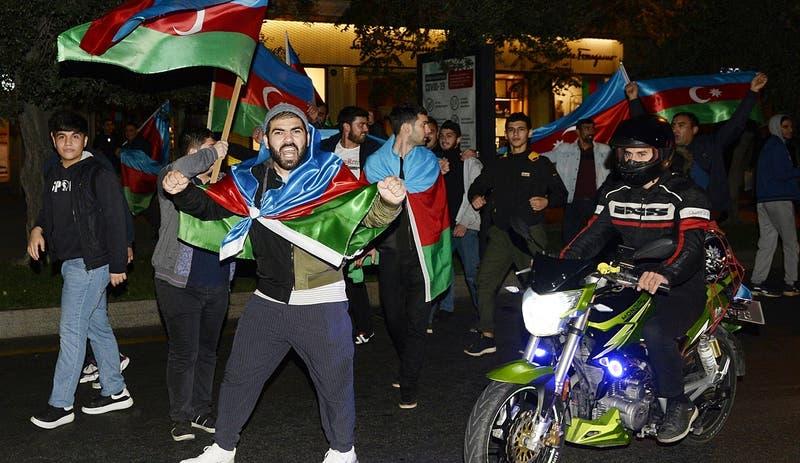 Azerbaiyán y Armenia acuerdan poner fin a combates por control de Nagorno Karabaj