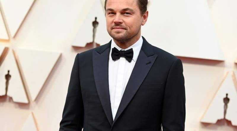 Leonardo DiCaprio disfruta de la playa y luce su cuerpo de papá