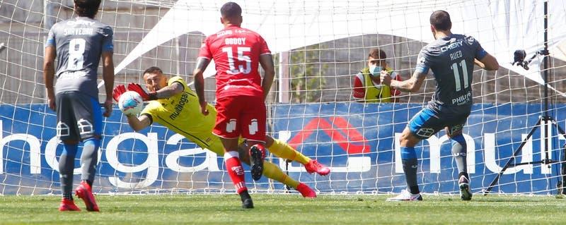 Penal repetido dos veces no bastó: La UC concluye con una derrota su partido frente a Curicó