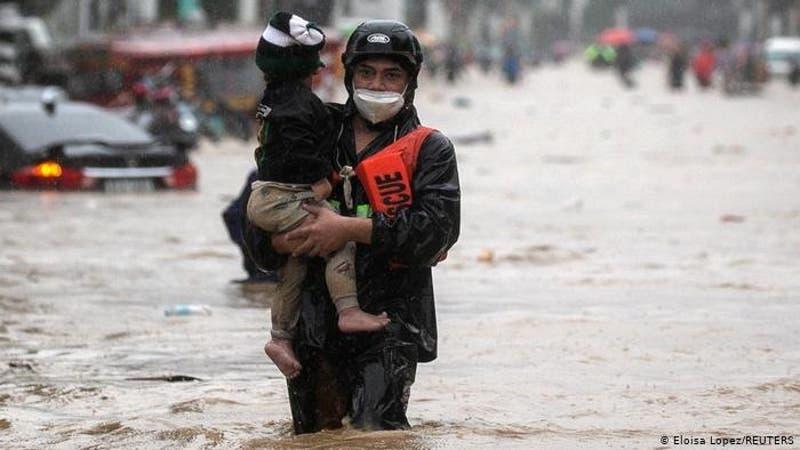 Unos 39 muertos y 22 desaparecidos deja tifón Vamco en Filipinas