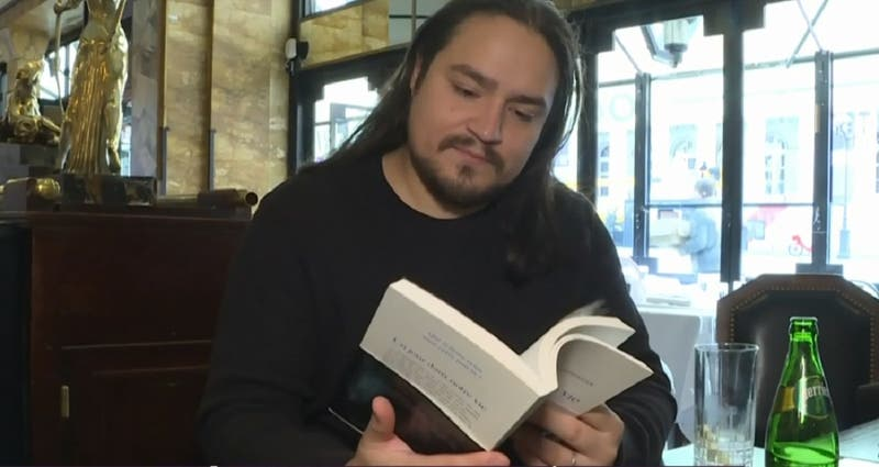 """El relato del chileno en Bataclán que se transformó en libro: """"Es muy difícil de leer"""""""