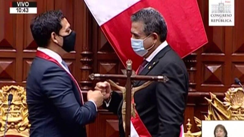 """El """"triste espectáculo"""" del Congreso peruano: El parlamento es el epicentro de la crisis"""