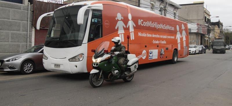 """Defensoría de la Niñez y Movilh rechazan circulación del """"Bus de la libertad"""""""