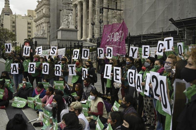 Presidente Alberto Fernández envía proyecto para legalizar el aborto en Argentina