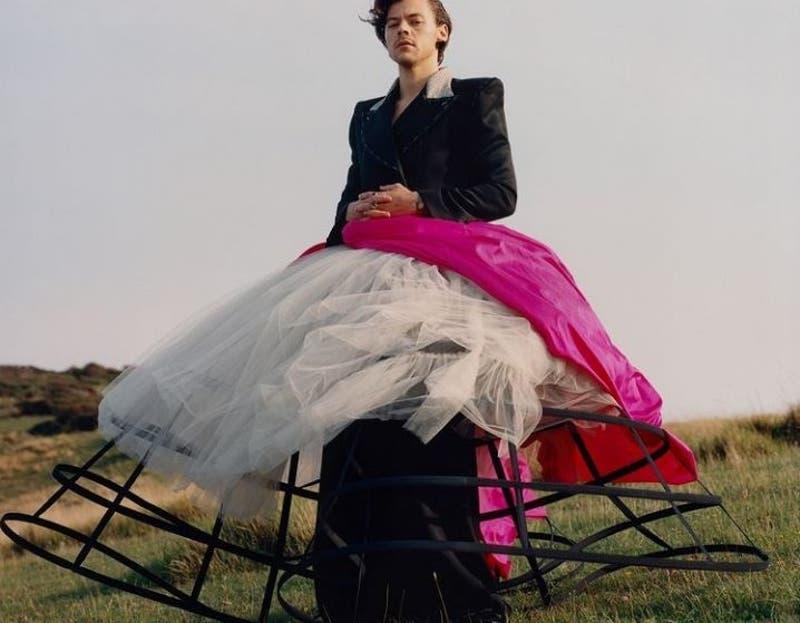 La portada de Vogue de Harry Styles con vestido genera polémica
