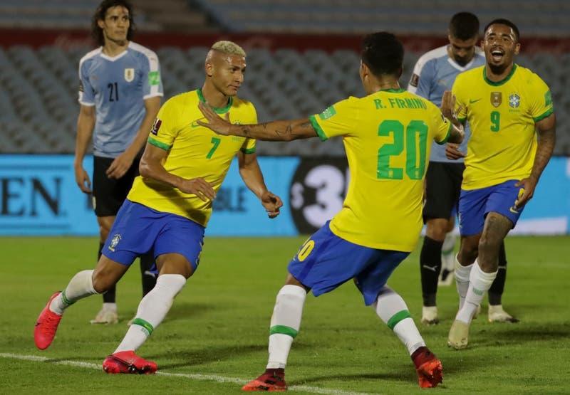 Un imparable Brasil vence a Uruguay en Montevideo y es líder con campaña perfecta en Clasificatorias