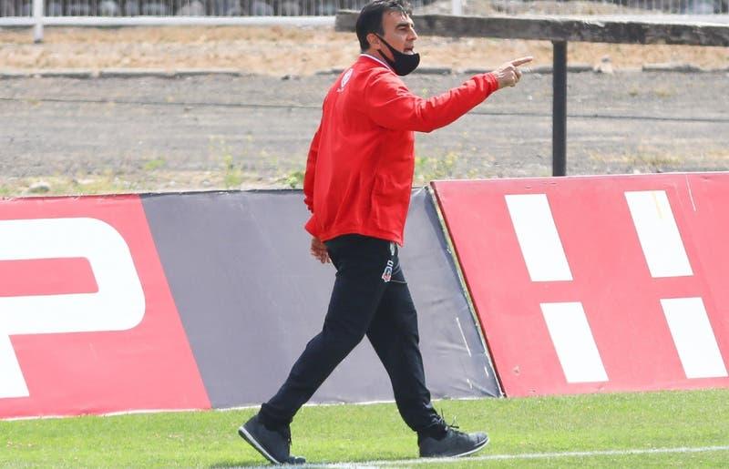 El insulto de Gustavo Quinteros al árbitro del Palestino-Colo Colo por el que arriesga duro castigo
