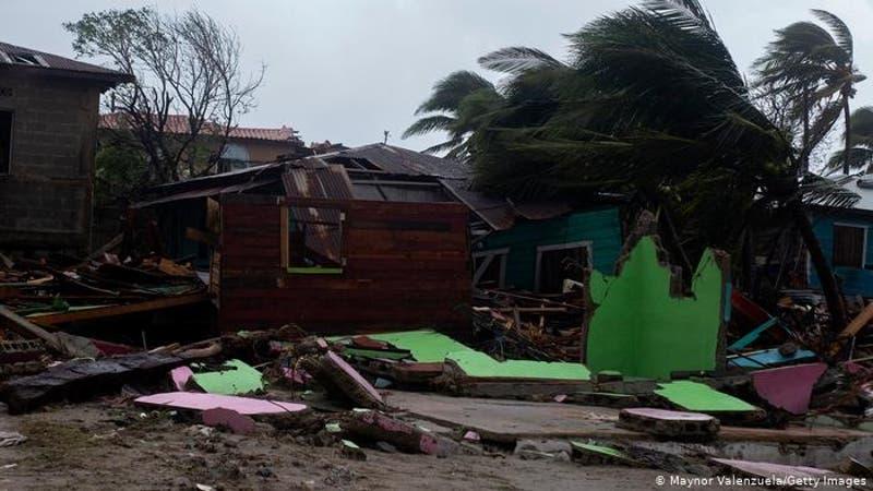 Iota deja 28 muertos en Centroamérica y se disipa sobre El Salvador