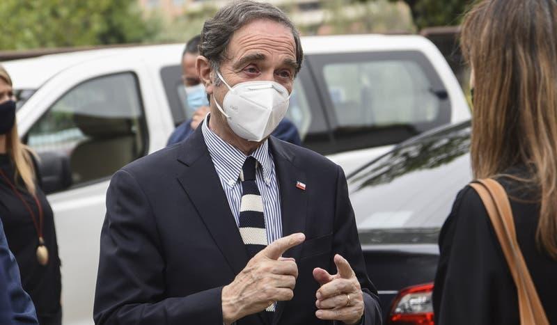 Partido Republicano pide renuncia del ministro Larraín y retiro de querella contra carabineros