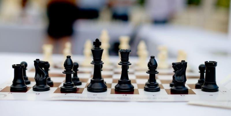 No eres más inteligente por jugar al ajedrez o escuchar música clásica: lo dice la ciencia