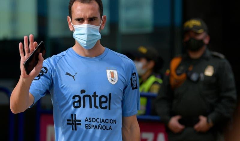 Brote de COVID-19 en Selección Uruguaya sube a 16 casos tras positivo de Godín