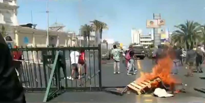 Comerciantes ambulantes se tomaron la Alameda: exigen permiso para trabajar en Estación Central