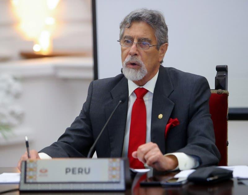 Presidente de Perú reforma a la policía tras represión a manifestantes