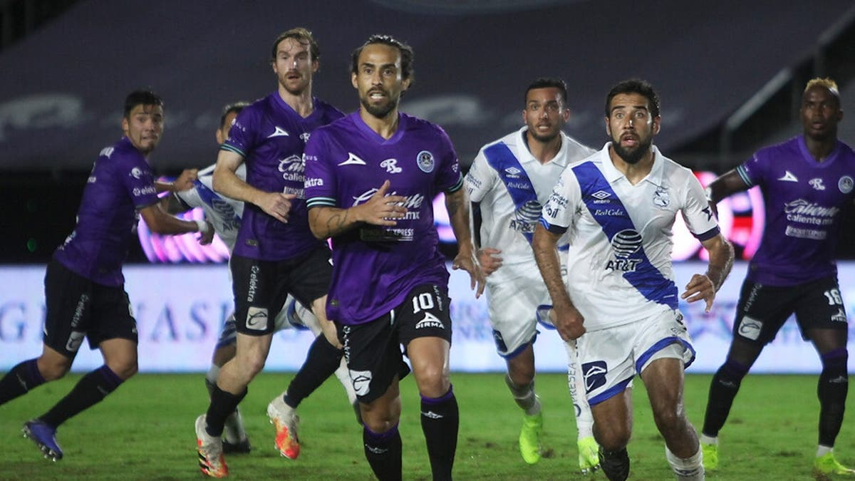Los dos clubes chilenos que están tras los pasos de Valdivia   Tele 13
