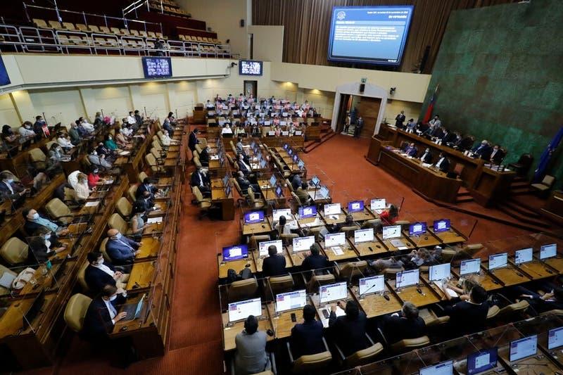 Cinco diputados de la UDI respaldaron la derogación de la ley de pesca impulsada por Pablo Longueira