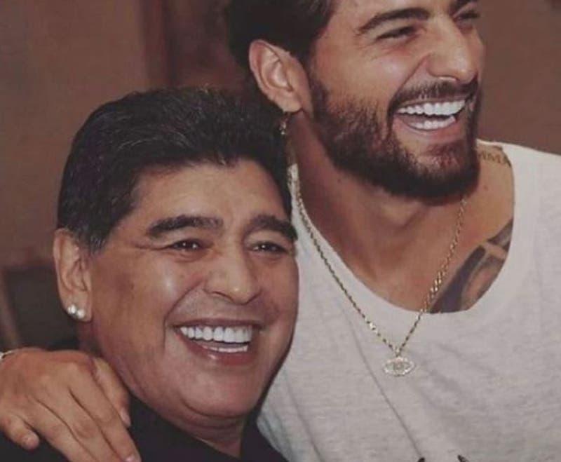 Muere Diego Maradona: la música lo despide, de Queen a Maluma