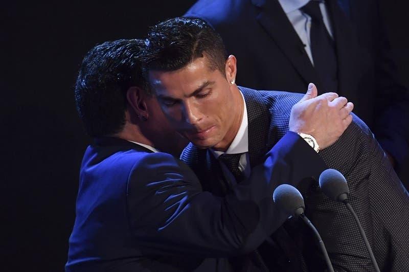 """La reacción de Cristiano Ronaldo por la muerte de Maradona: """"Deja un legado sin límites"""""""