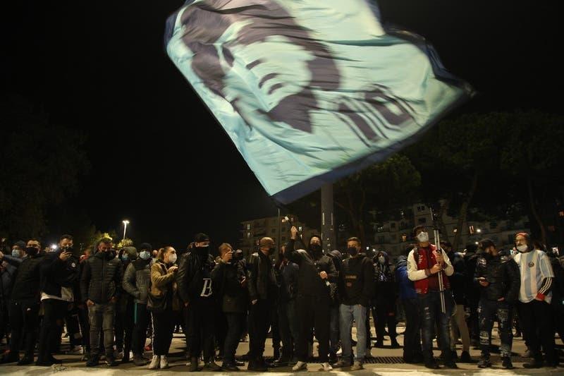 """¡Música, """"pelusa""""!:Las 10 canciones homenaje a Diego Armando Maradona"""