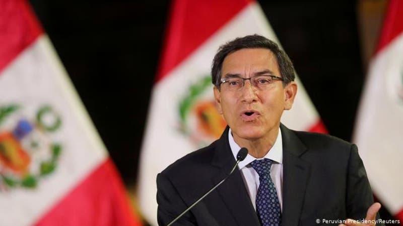 Llueven críticas a Vizcarra por candidatura al Congreso peruano