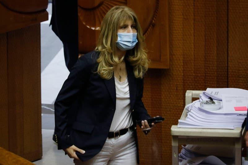 Senadora Rincón descartó vínculo con Felices y Forrados tras presentar polémica indicación