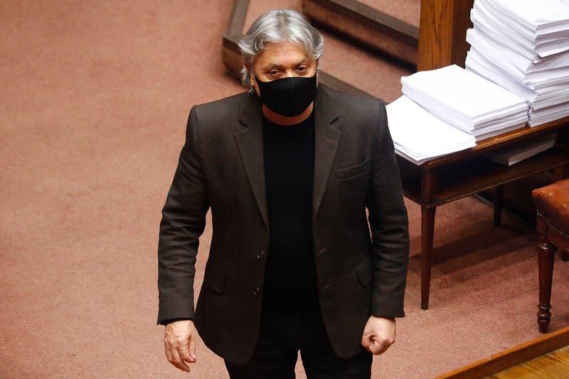 Senador Navarro es nuevamente internado en la UCI tras cirugía cardiaca