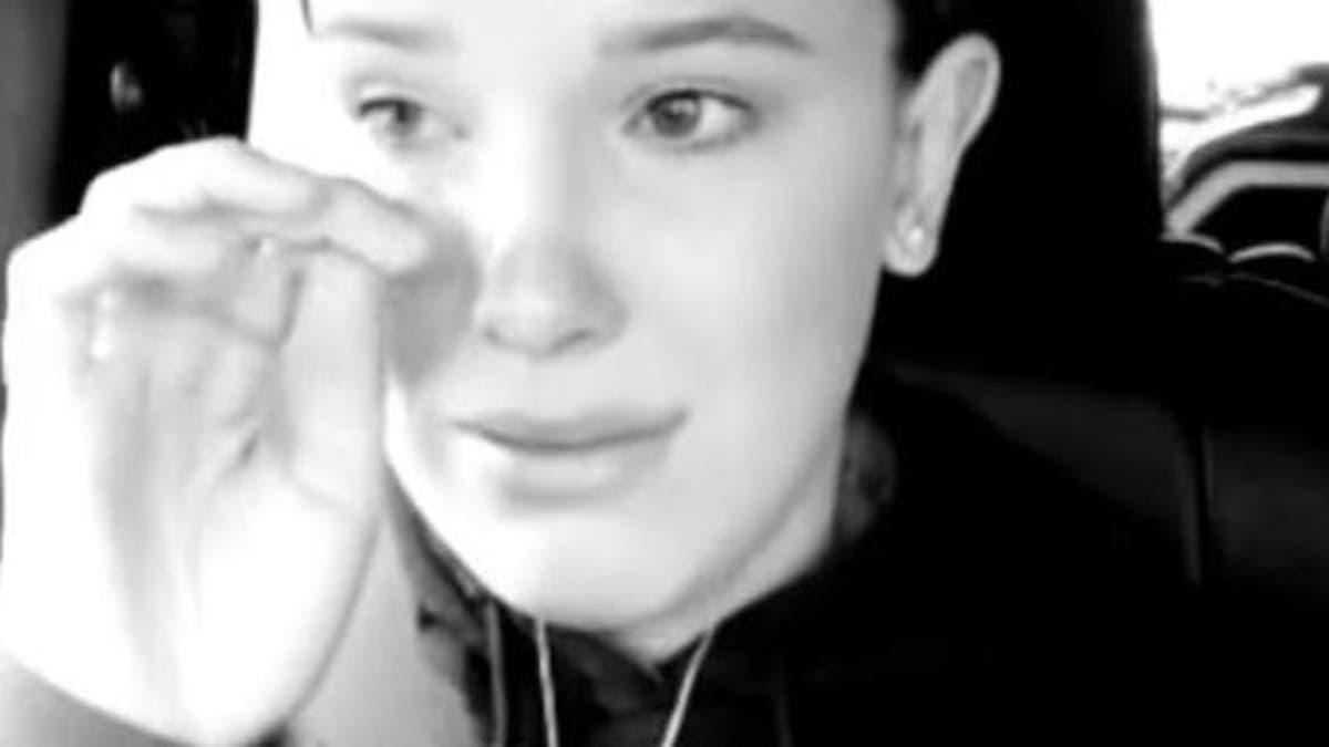 Millie Bobby Brown sufre acoso de una fan en una tienda | T13