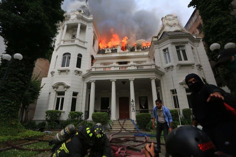 Corte de Apelaciones anula juicio que condenó a joven por incendio a sede de la U. Pedro de Valdivia