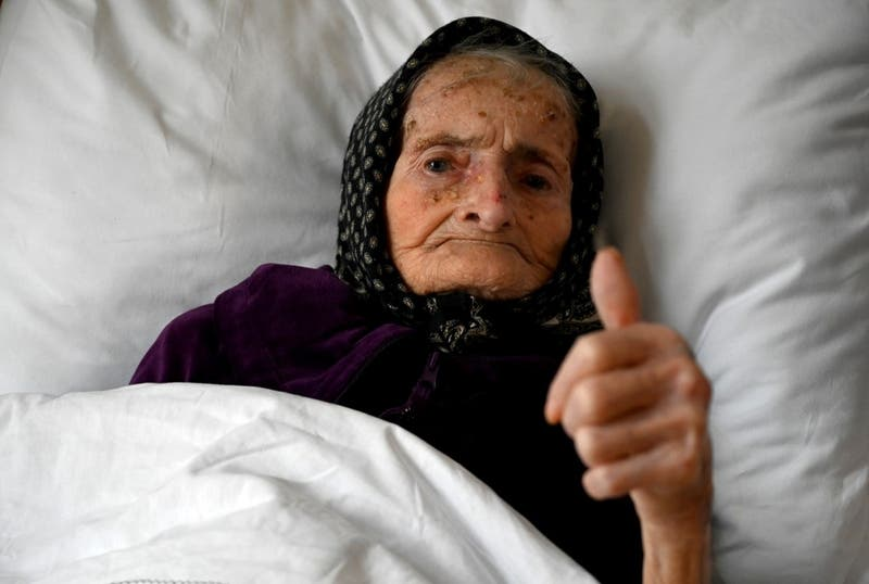 """""""Es realmente sorprendente"""": Anciana de 99 años vence al COVID-19 tras tres semanas hospitalizada"""